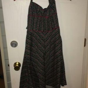 Very pretty halter dress.